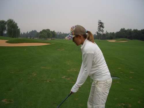 性感女神安雅爱上高尔夫挥杆全是左撇子(图)