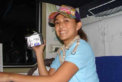 性感女星安雅第一次坐火车一切新鲜开心如孩童