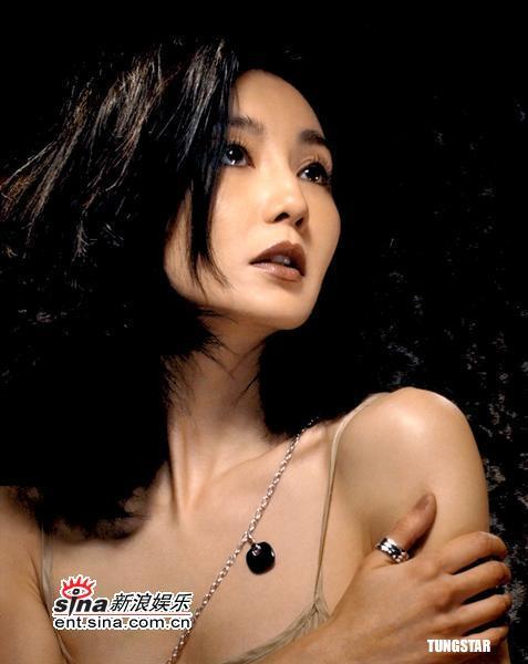 1月6日秀美女星:张曼玉性感照低胸晚装最美背什么病毒性药需要服v女星图片