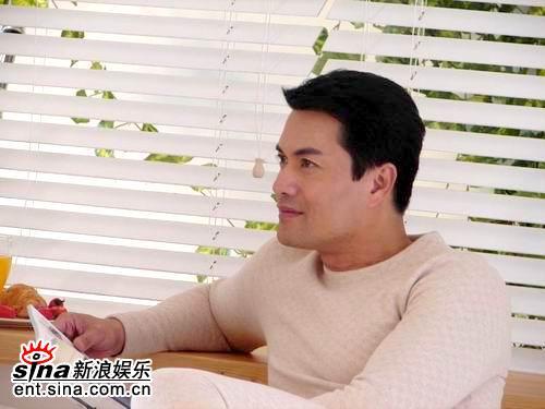 吕良伟携外国女郎拍广告厂商看好幕后吕太(图)
