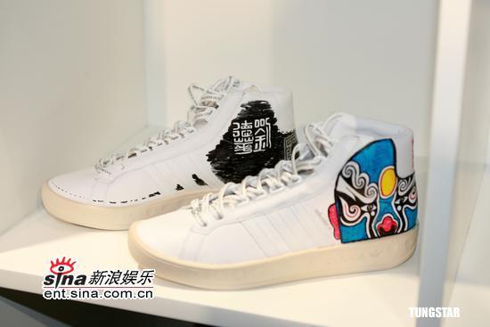 3月29日最酷男星:刘德华亲自手绘新款运动鞋
