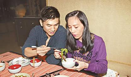 48岁台湾话题人物许纯美倒追23岁阳刚男模(图)