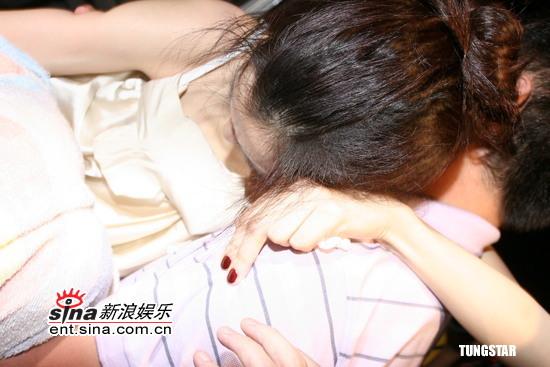 范玮琪演唱会摔下舞台损失达500万台币(组图)