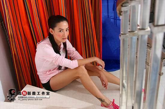 组图:张柏芝写真妖媚秀美腿尽显妖娆美好身材