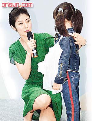 六岁小妹以两千多元买下戏服陈慧琳被吓呆(图)