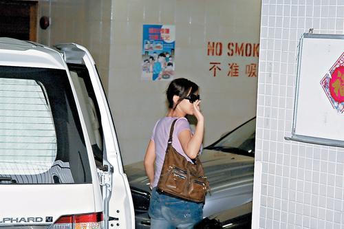 官晶华坚称郑少秋毋须援手不信肥姐缺钱(图)
