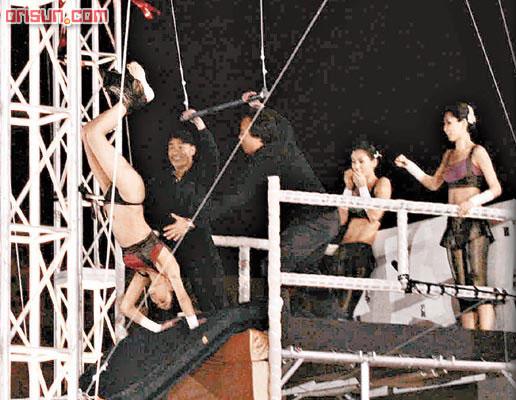 逾60万网友抢看郑希怡掉裤子短片大部分表同情