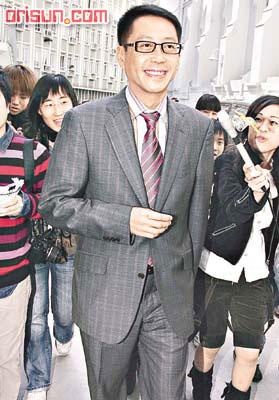 许晋亨公开表示正在办离婚手续安抚李嘉欣(图)