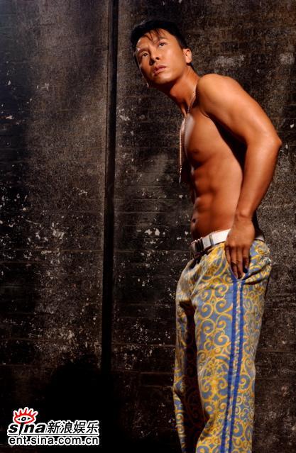 甄子丹写真露两点秀肌肉露底裤显男人本色(图)