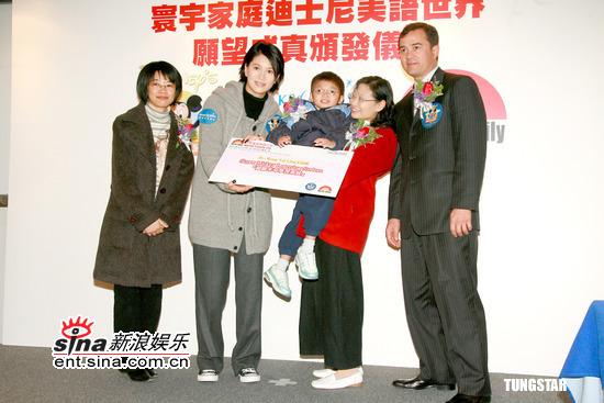袁咏仪出席儿童慈善活动带BB旅行体重暴瘦(图)