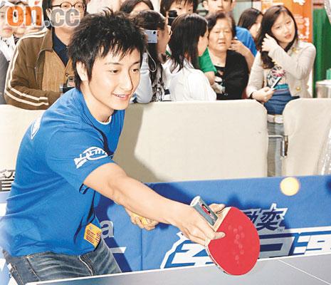 """方力申聪明出""""阴招""""乒乓球打赢奥运选手(图)"""