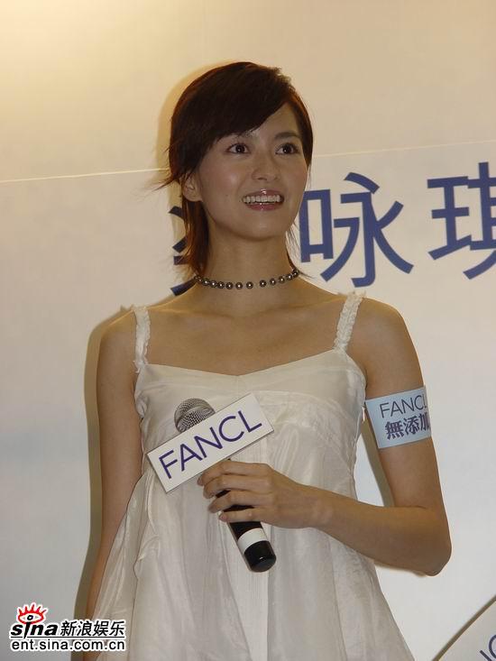 组图:梁咏琪上海代言谈感情郑伊健让我很感动