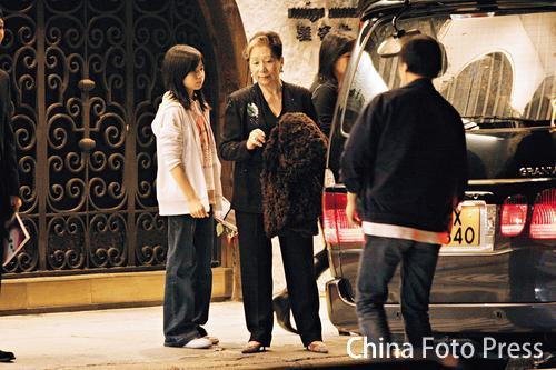 组图:梁朝伟为母亲办寿宴刘嘉玲曾华倩同道贺