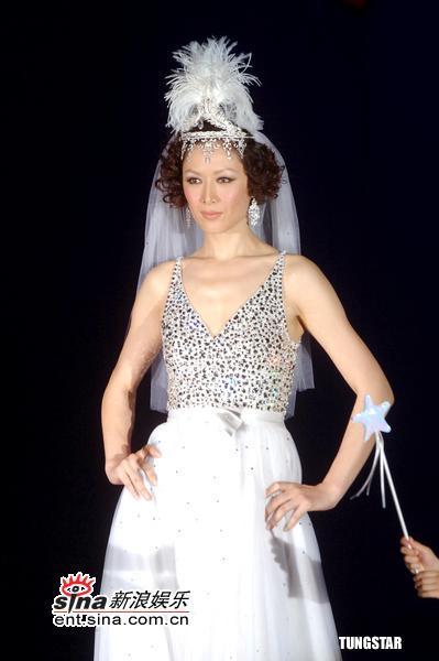 组图:12月21日时尚关键词--水晶婚纱
