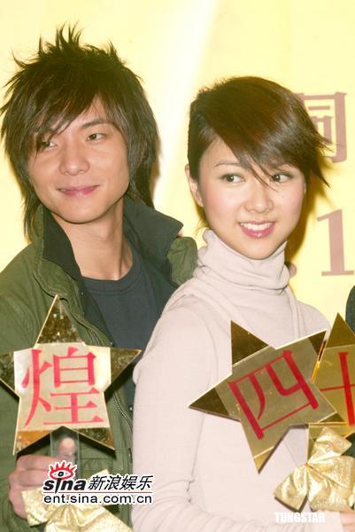 组图:薛凯琪周国贤出席香港40届工展会记者会