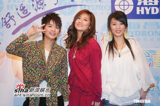 组图:S.H.E人气旺为隐形眼镜上海做代言