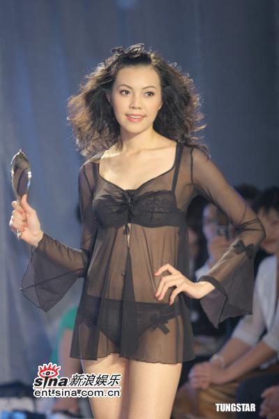 组图:3月20日时尚关键词--花朵蕾丝内衣