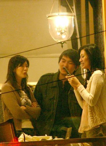 组图:李嘉欣上海夜会小男生放肆大笑兴奋过度