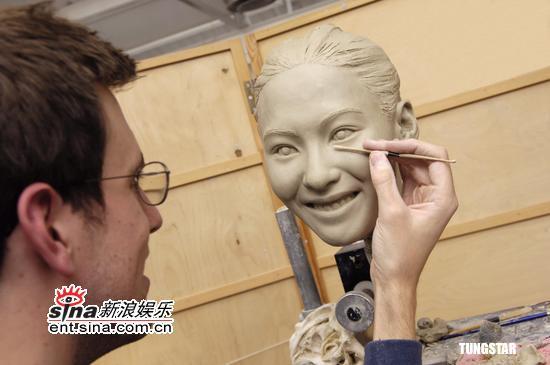 组图:张柏芝蜡像制作中杜莎夫人蜡像馆将展出