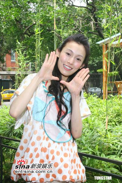 组图:范玮琪出席电台节目称渴望浪漫求婚方式