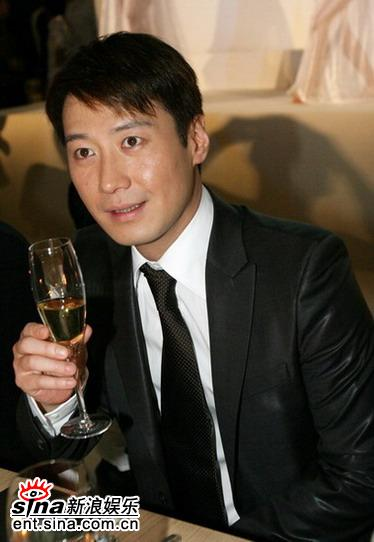 组图:黎明莫文蔚胡军等人北京出席时尚活动