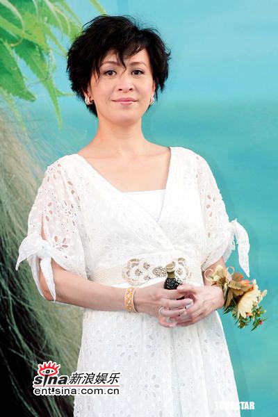 组图:刘嘉玲着洋装出席开幕加长凯迪拉克接送
