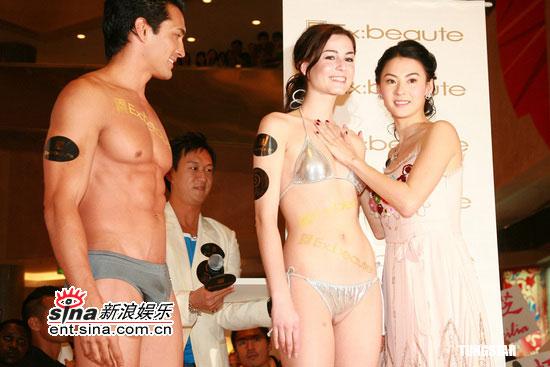 组图:张柏芝亮相被封锋嫂摸女模胸部不近男色
