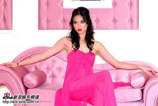 组图:白歆惠代言名贵珠宝粉红装扮妖冶高贵