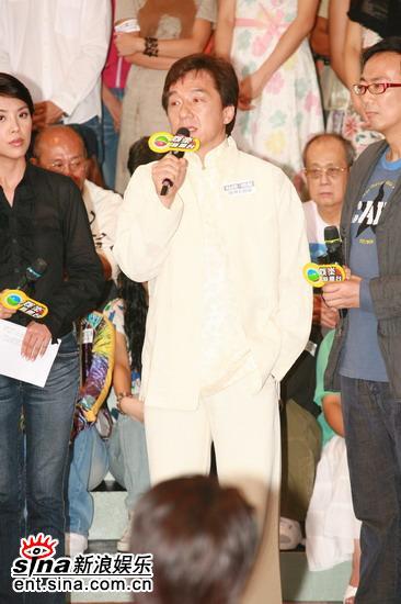 图文:香港举行声讨会抵制偷拍--成龙大哥讲话