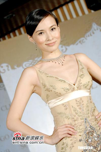 杨峥_组图:杨峥美艳婚纱秀 性感装扮凸显优雅时尚
