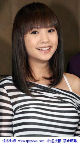 组图:贺军翔杨丞琳参加《兑换爱》的开镜活动