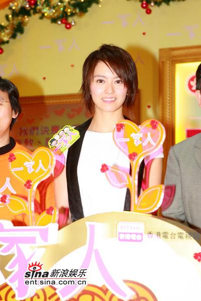 组图:梁咏琪与弟弟感情好新男友还未到见家长