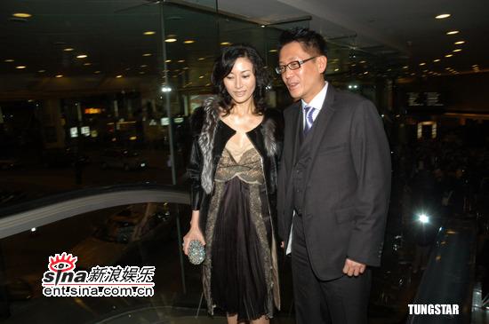 组图:许晋亨离婚即将办完携手李嘉欣出席婚宴