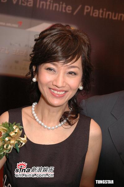 组图:赵雅芝与丈夫出席活动透露将开拍新戏