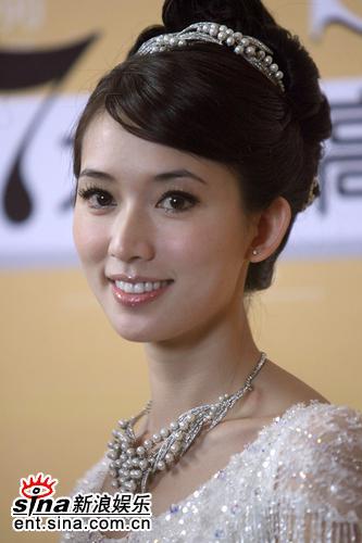 组图:林志玲穿白色婚纱走秀轻灵脱俗宛若仙子