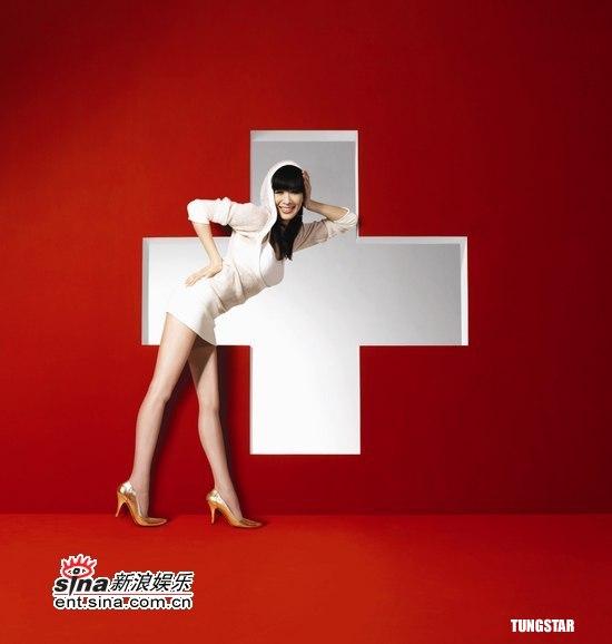 组图:钟丽缇拍平面广告红白诱惑展现迷人曲线