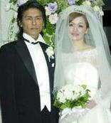 高桥克典迎娶日德混血模特钻戒仪式前匆匆购买