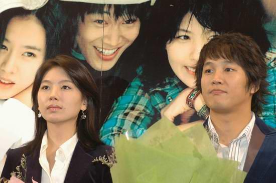 图文:李恩珠亮相韩国电影展-向左走向右爱首映