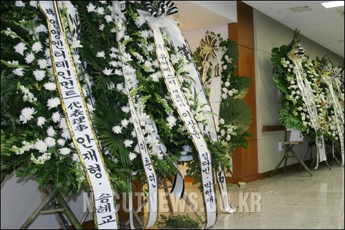 图文:众韩国明星悼念李恩珠-葬礼现场