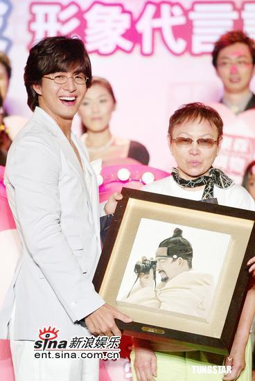 8月22日最酷男星:裴勇俊称心情好所以爱笑