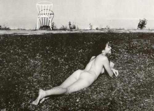 组图:宫泽里惠早年全裸出镜黑白艺术写真曝光