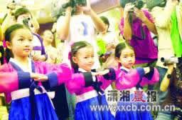 《大长今》韩尚宫讲韩国礼仪小朋友表演好韵味