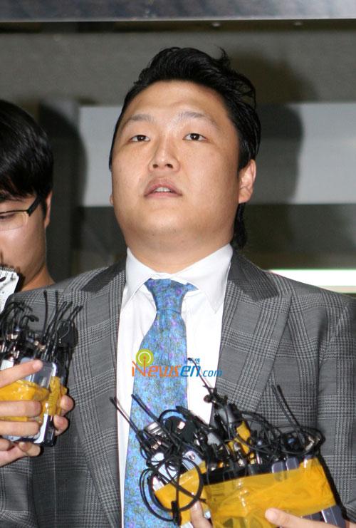 PSY对兵役舞弊供认不讳贿赂事件继续调查(图)