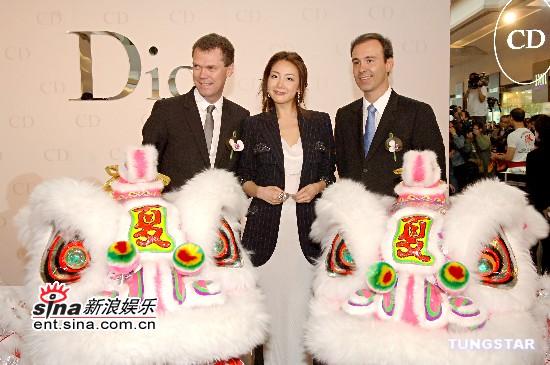组图:崔智友香港做代言灿烂笑容显雍容华贵