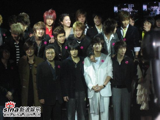 组图:韩国SM公司10周年庆典旗下艺人正装出席