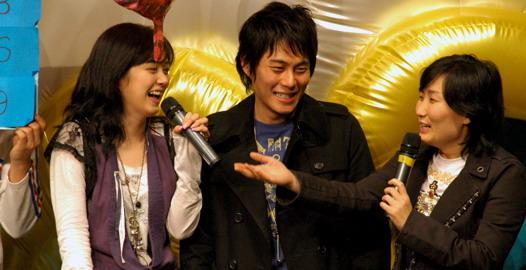 张娜拉举办生日派对与歌迷共度美好时光(组图)