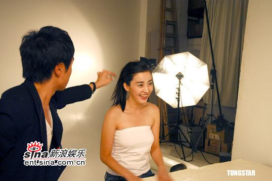 组图:朴恩惠拍摄美白广告雪白肌肤晶莹剔透