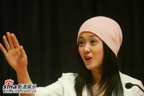 组图:张娜拉举行见面会活泼可爱受大学生欢迎