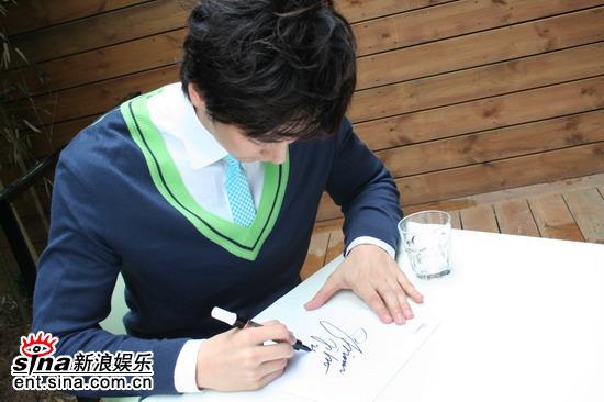组图:韩星沈智浩将于中国拍新剧问候新浪网友