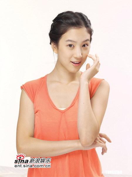 组图:韩星郑丽源优雅代言秀娇嫩肌肤清新迷人